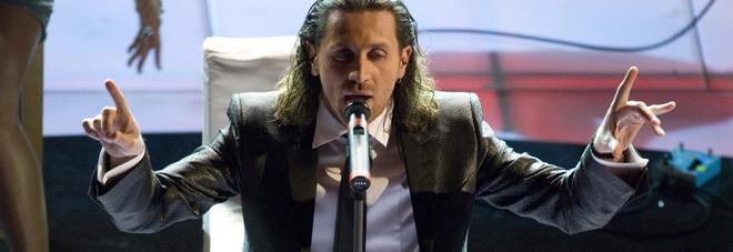 Povia, dopo le polemiche il cantante torna a Lecce: sarà ospite di Cuore Amico