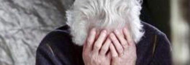 A 80 anni perde i soldi per pagare le medicine. Poi, tra le lacrime, la sorpresa: i vigili le portano a casa il portafogli