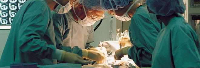 Di nuovo operata la bimba buttata dal terzo piano. E' ancora in coma profondo