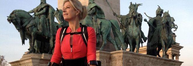 La rivoluzione delle macchine: questa donna paralitica cammina grazie a una stampante