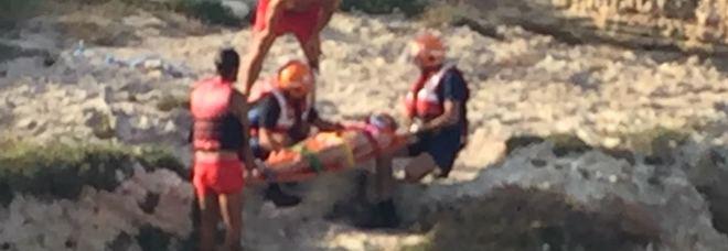 Si tuffa e finisce su uno scoglio: ferita una 25enne Nuovo incidente alla Grotta della Poesia