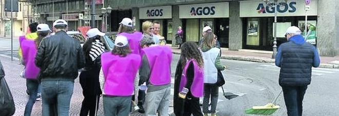 Una task force di volontari pulisce le strade del Borgo