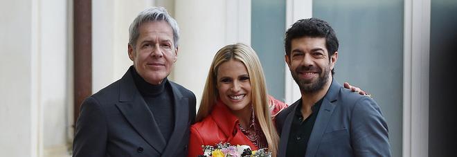 Sanremo 2018, la presentazione con Claudio Baglioni, Michelle Hunziker e Pierfrancesco Favino