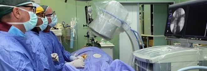 Giovane infermiere folgorato da scossa elettrica in sala operatoria