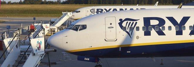 Malore in volo al copilota, atterraggio d'emergenza per l'aereo Ryanair