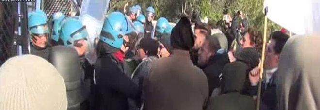 No Tap, allarme della Polizia: 70 facinorosi infiltrati nel corteo