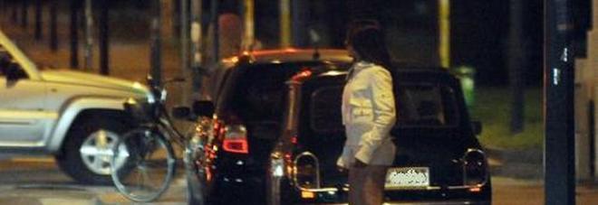 Napoli, va a prostitute e trova la moglie: lite in strada fermata dai carabinieri