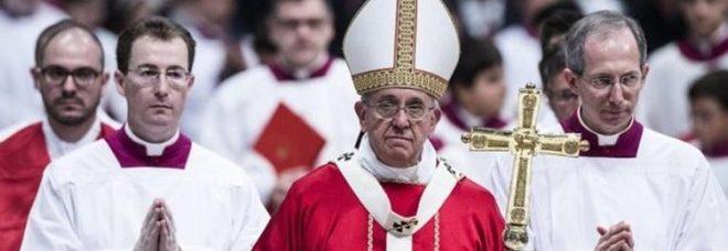 """Lite tra cardinali sulla """"retta via"""", le tifoserie vaticane di nuovo ai ferri corti"""