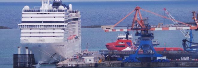 La nave Musica della Msc ormeggiata  a Costa Morena a Brindisi