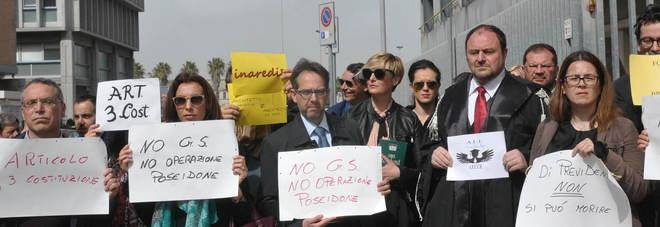 Avvocati in protesta: mezz'ora di silenzio in strada contro l'Inps