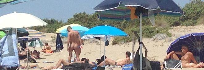 Matrimonio Spiaggia Taranto : Nudisti in spiaggia tra i bambini scatta l esposto