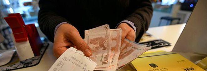 Ecco la lotteria degli scontrini: vincite fino a un milione. Per partecipare servirà il codice fiscale