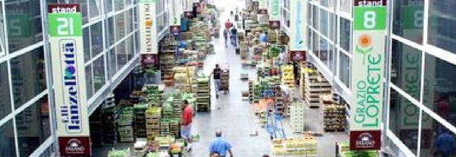 Il mercato ortofrutticolo di Fasano. La vittima della rapina  è un imprenditore del settore
