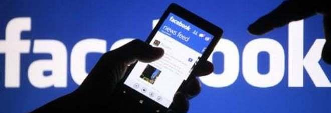 Adescava ragazzine su Facebook: bidello condannato a due anni