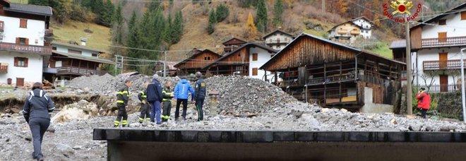 Maltempo, strage di 14mila alberi: in Veneto i tronchi intasano la diga. Borrelli: situazione apocalittica