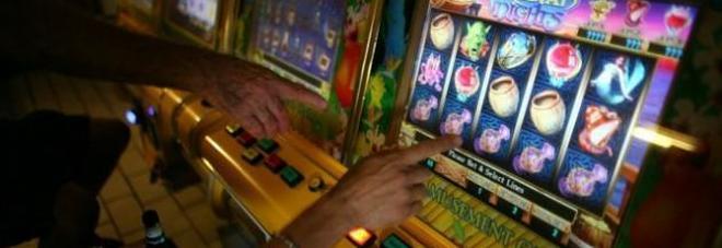 """Def e manovra, stangata su sigarette e giochi: arriva la """"tassa sulla fortuna"""""""