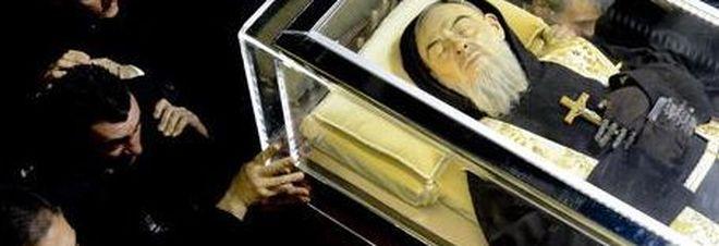 Padre Pio: in migliaia alla veglia per ricordare il frate a 48 anni dalla morte