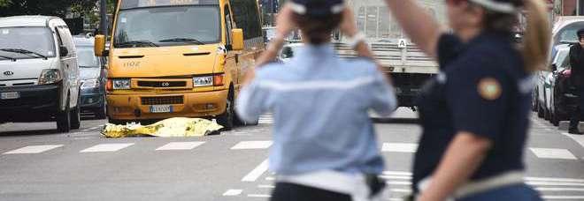 Milano, muore a 40 anni investito da un furgone sulle strisce pedonali (Newpress)