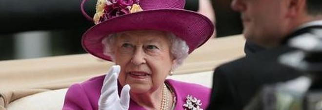 La regina Elisabetta cerca personale e gli stipendi sono da capogiro. Ecco come candidarsi