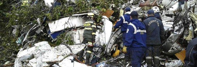 Colombia, ipotesi choc: «Il pilota ha nascosto mancanza carburante per paura di perdere il lavoro»