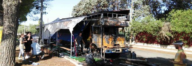 Mistero a Borgagne: in fiamme un chiosco di panini