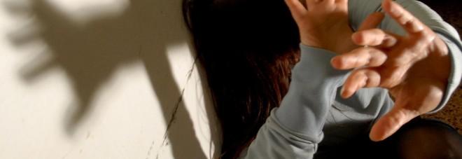 Violenta e abusa a lungo di una ragazza di 13 anni: arrestato