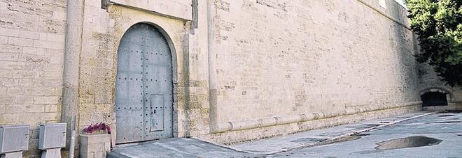 """Ingresso dalla seconda porta: castello """"aperto"""" sulla piazza. Mostre e sotterranei, ticket unico"""