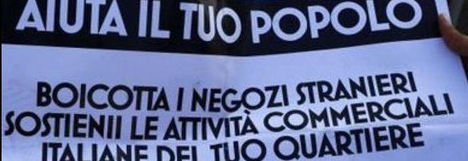 «Boicottate i loro negozi». Nella Capitale spuntano cartelli anti-stranieri