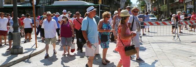 Turisti in giro per la città