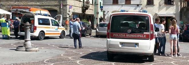 Arezzo, bimba dimenticata in auto: «Morta per un colpo di calore»