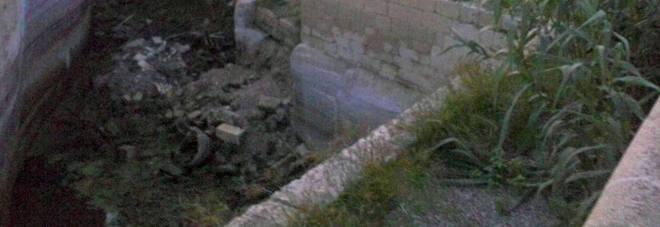 A Belloluogo rifiuti nel fossato la denuncia dell'Osservatorio