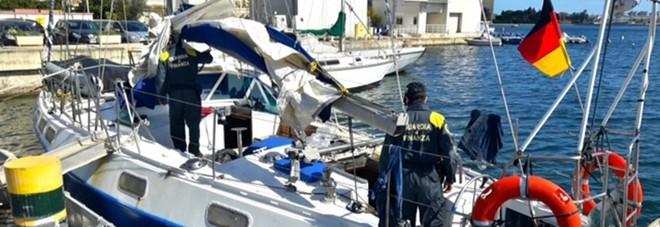 Bloccato un veliero con 48 migranti, arrestati i tre scafisti