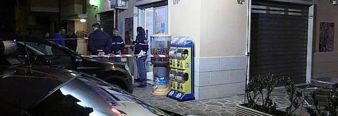 Il bar della tragedia a Fiumicino (foto Mino Ippoliti)