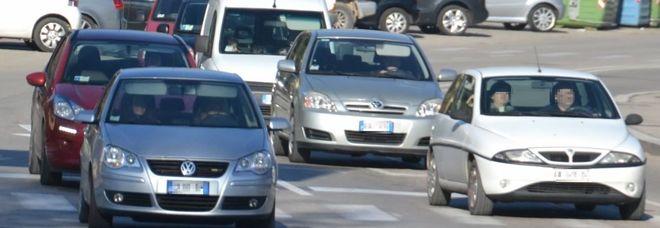 Manovra, una tassa sulle auto a benzina e diesel: grandi case in rivolta