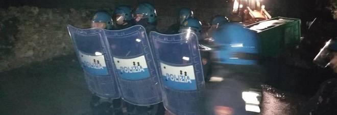 Tap, tensioni nella notte tra attivisti e forze dell'ordine bloccati tutti gli accessi al presidio