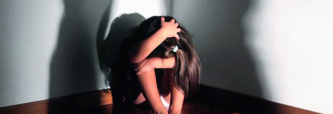 «Siete i nostri oggetti», stupravano e picchiavano i figli di 5 e 9 anni: arrestati marito e moglie
