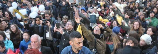 Seccia nuovo arcivescovo di Lecce, l'investitura ufficiale tra la folla