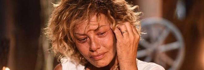 """Lutto per Eva Grimaldi, su Fb il messaggio commovente: """"Mi ha abbracciata per l'ultima volta, e poi, con delicatezza, è partita"""""""