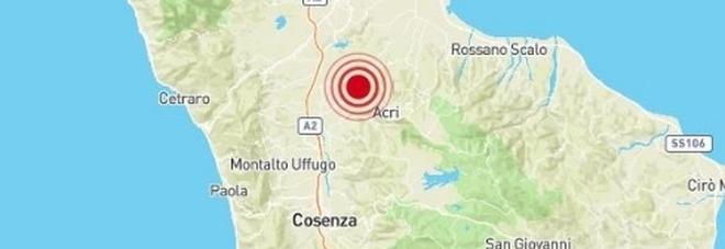 Terremoto a Cosenza, allarme tra la gente. «Tre scosse una dopo l'altra»