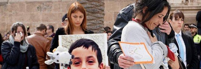 Confessa la compagna del padre: «Colpito con l'ascia: così ho ucciso Gabriel»