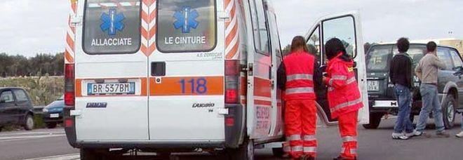 Scontro sulla provinciale, 55enne muore schiacciato tra due camion