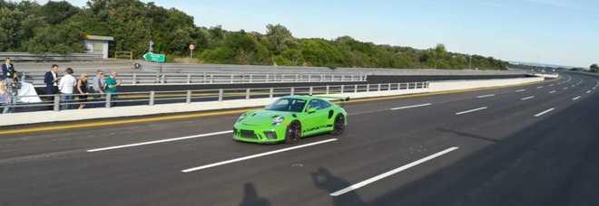 Porsche doppia tutti a Nardò: 35 milioni per la pista dei test