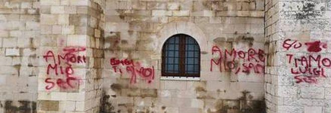 """Scrive """"Luigi ti amo"""" sulla parete della cattedrale di Trani. Il sindaco: «Luigi, hai una fidanzata idiota»"""