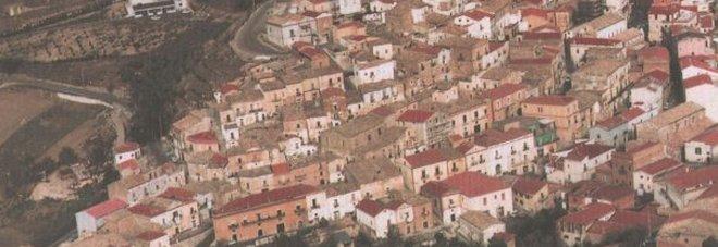 """""""Duemila euro al mese per chi si trasferisce da noi"""", l'iniziativa di un sindaco per ripopolare il paese"""