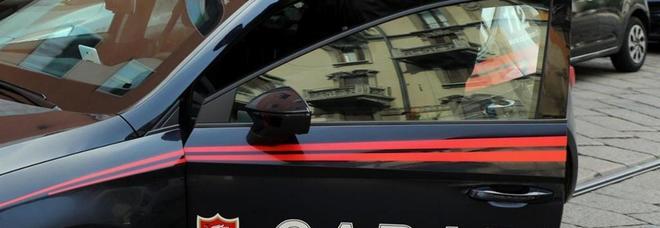 Commando di banditi sequestra un camionista e fugge con un tir pieno di sigarette
