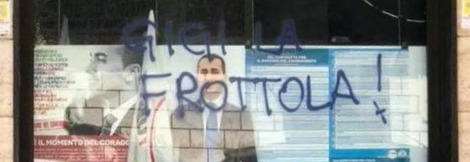 """Protesta anti-Ilva, imbratatta a Taranto la sede del M5S. E Di Maio diventa """"Gigi la frottola"""""""