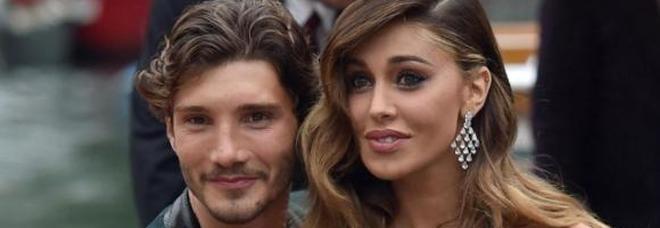 Belen e De Martino: la coppia sancisce il ritrovato amore... alla Taranta