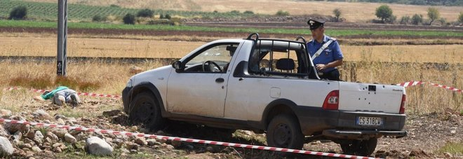 Il Fiorino su cui viaggiavano i contadini uccisi (Ansa)
