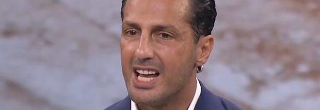 Fabrizio Corona cambia vita: «Chiedo scusa ai giudici». E pensa alla politica