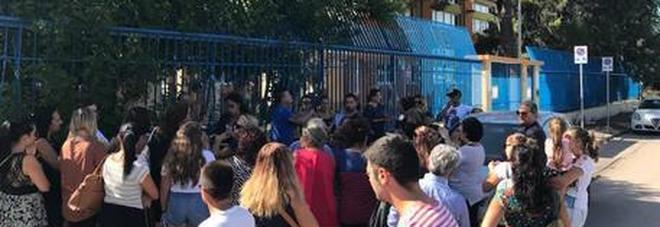 La protesta dei genitori «Occupiamo le scuole»